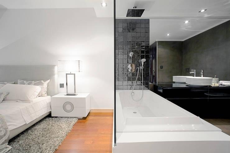 Elegant City Apartment: Quartos modernos por EMME Atelier de Interiores