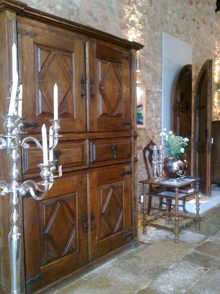 Decor com história: Corredor, hall e escadas  por a tralha