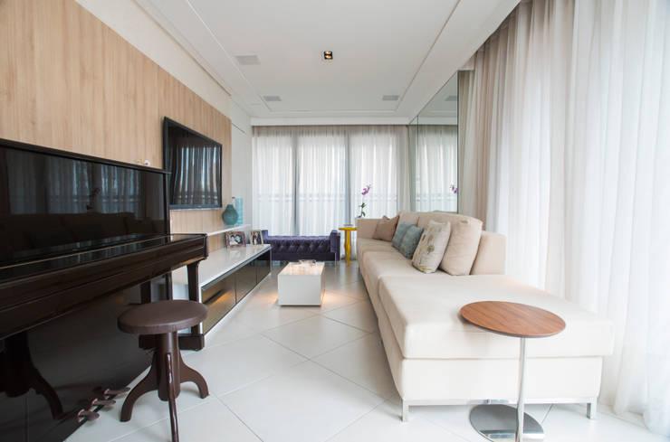 Salas de estilo  por Alexandre Magno Arquiteto