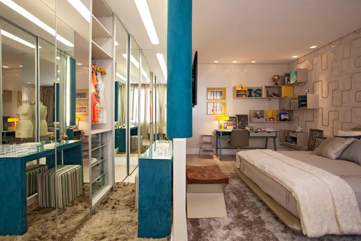Casa Cor Minas – Quarto da jovem estudante de moda: Quartos  por Interiores Iara Santos