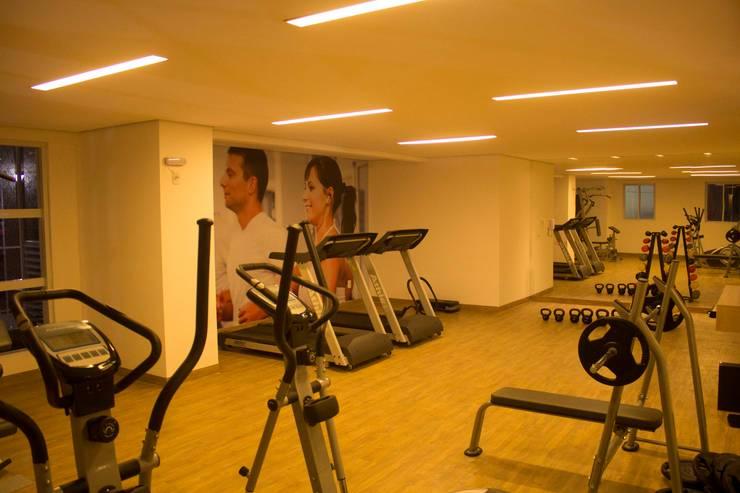 MAISON MIRAMAR: Fitness  por BRASCON CONSTRUTORA,