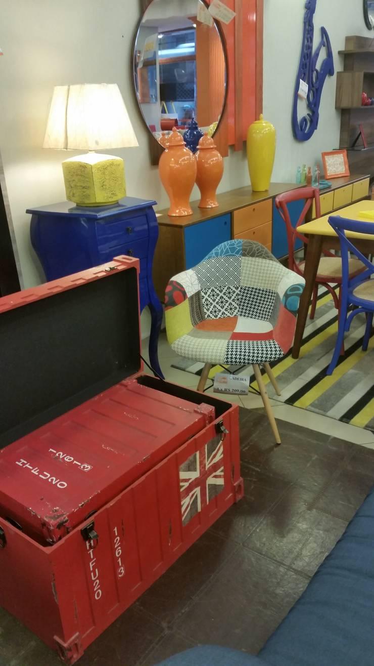 Poltrona Eames Patchwork: Sala de estar  por Sun House Móveis e Decorações