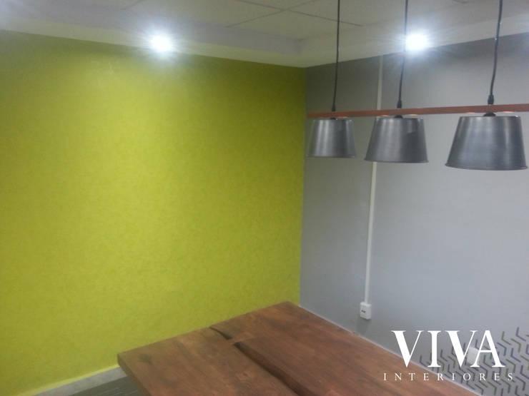 Sala de Juntas: Estudios y oficinas de estilo  por VIVAinteriores