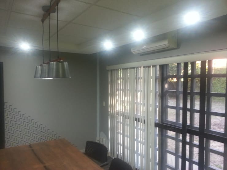 Sala de Juntas Estudios y despachos industriales de VIVAinteriores Industrial