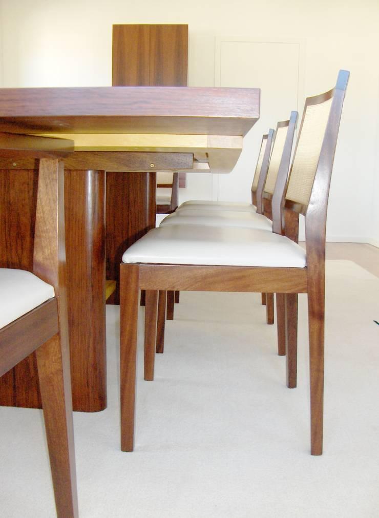 Mesa de refeições - pernas.: Sala de jantar  por Renato Neves Design