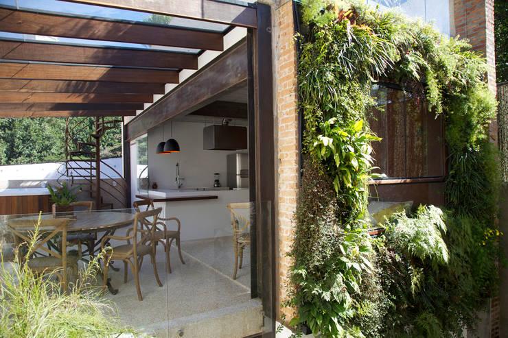 Projeto de Arquitetura Sustentável para Residência: Terraços  por Ecoeficientes