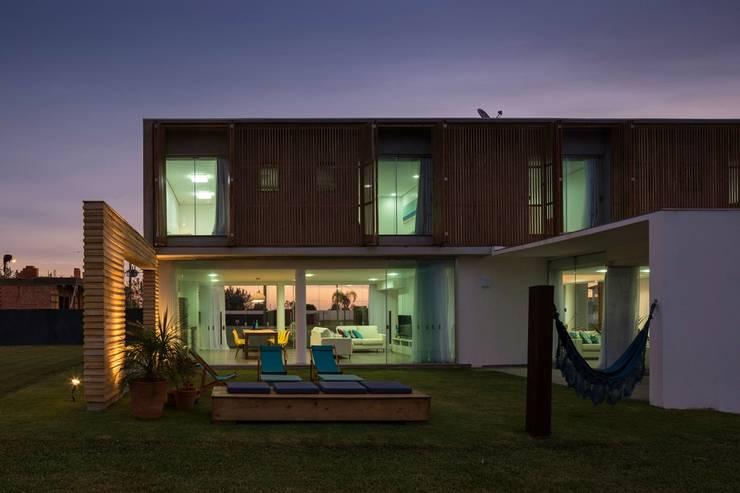 CASA 022 – Xangrila/Brasil: Casas modernas por hola