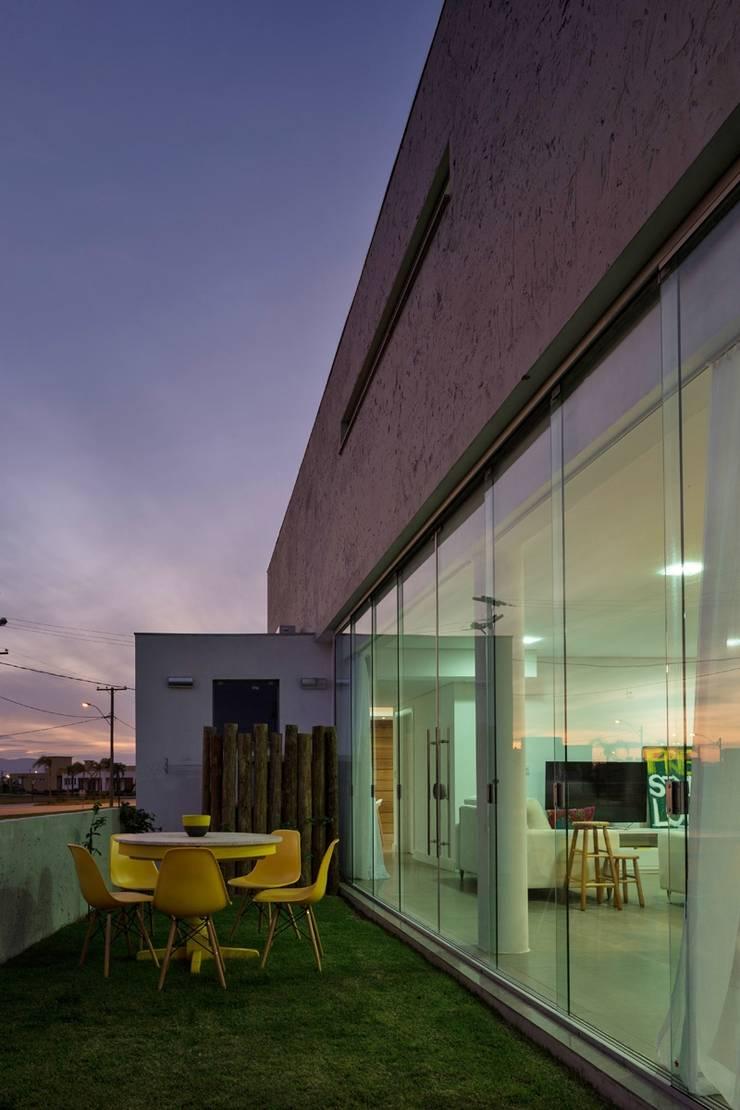 CASA 022 – Xangrila/Brasil: Casas  por hola,Moderno