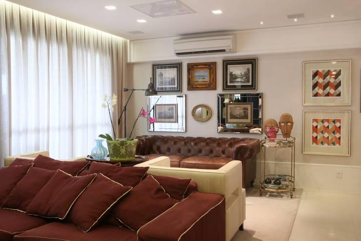 APARTAMENTO | VB: Salas de estar  por AC Arquitetura + Design,