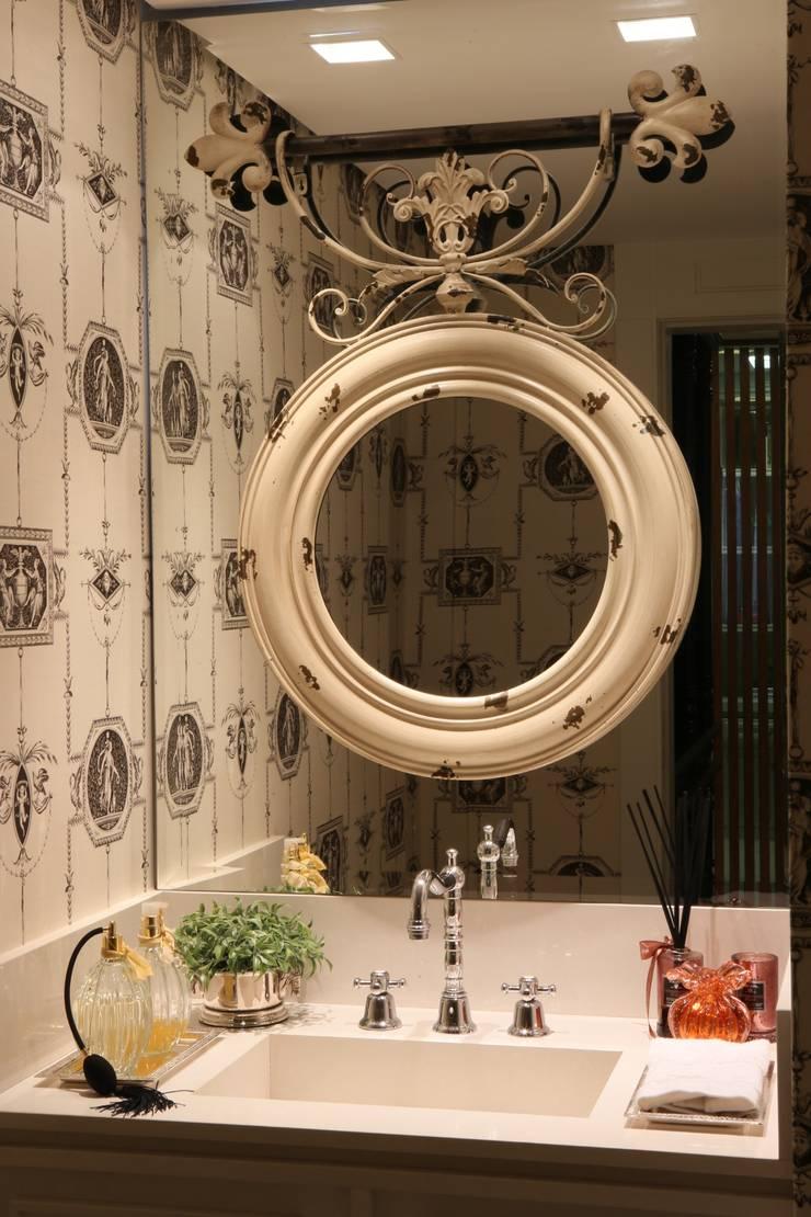 APARTAMENTO | VB: Banheiros  por AC Arquitetura + Design,