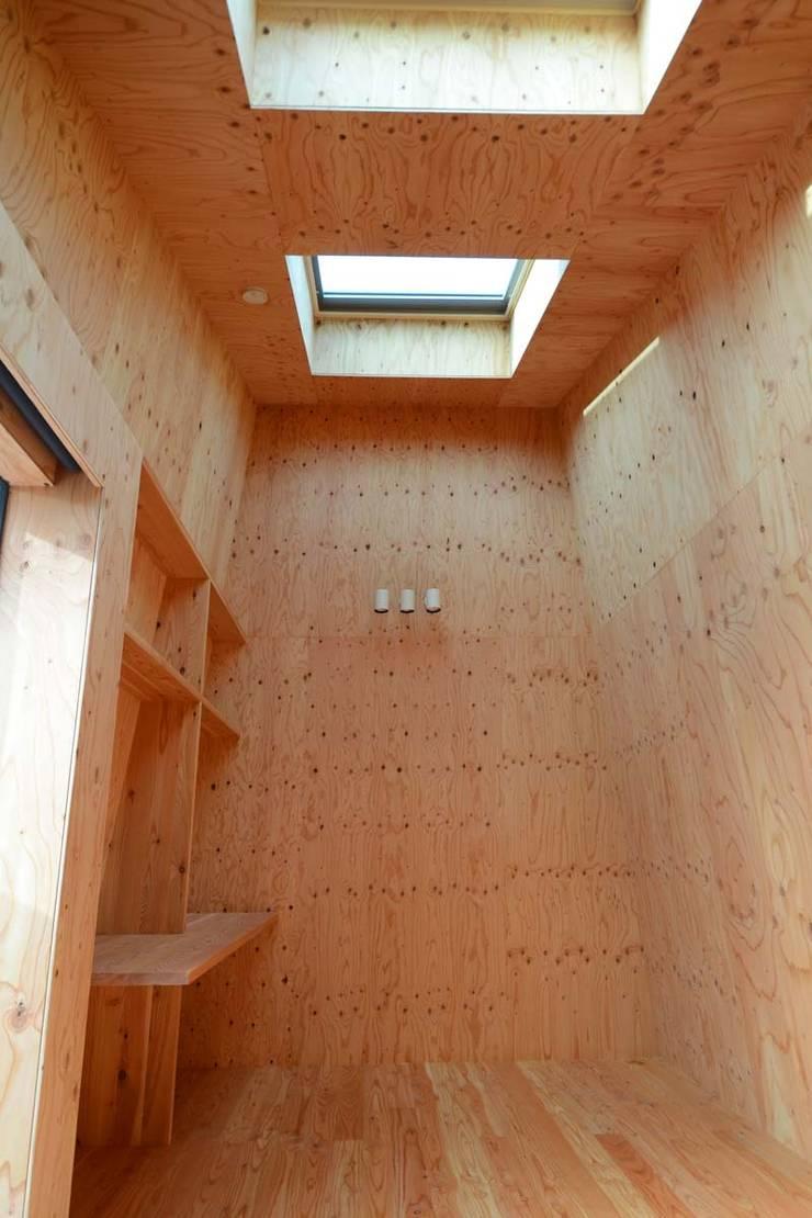 インテリア: 関口太樹+知子建築設計事務所が手掛けた和室です。