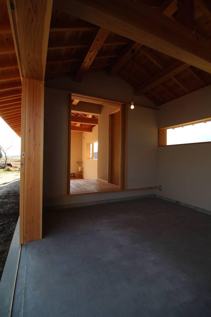 F家 離れ: 池内建築図案室が手掛けた廊下 & 玄関です。