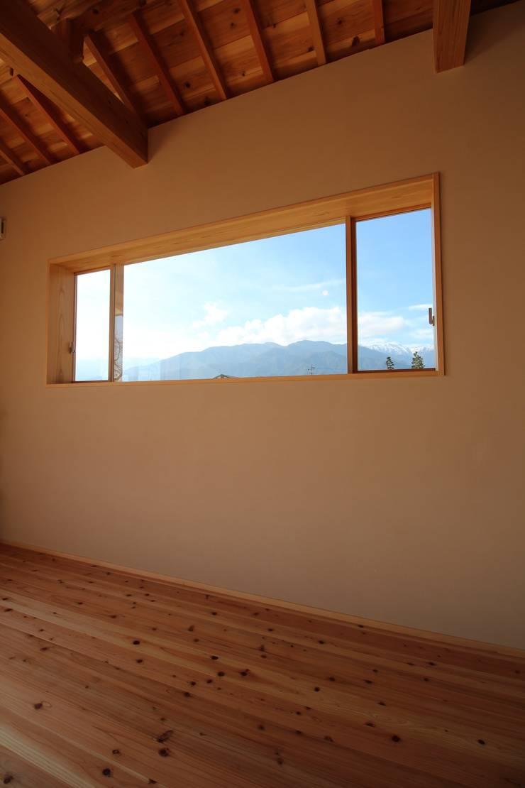 F家 離れ: 池内建築図案室が手掛けた窓です。