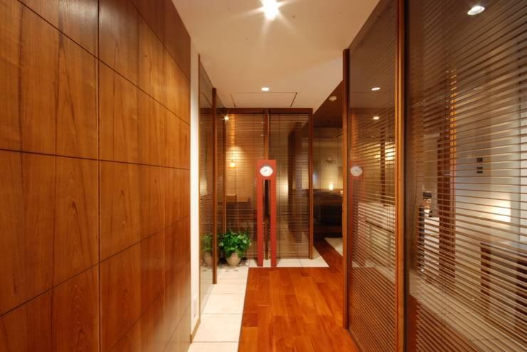 アフター玄関: 株式会社 中村建築設計事務所が手掛けたです。