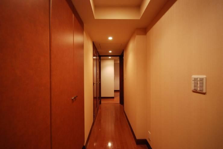 ビフォー玄関: 株式会社 中村建築設計事務所が手掛けたです。