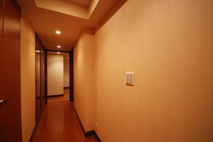 ビフォー玄関廊下: 株式会社 中村建築設計事務所が手掛けたです。
