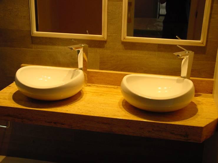 Baños de estilo moderno por EPG-Arquitécnico