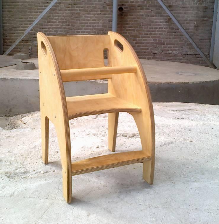 Kinderstoeltje van berkenmultiplex:   door Atelier de Wig, Scandinavisch