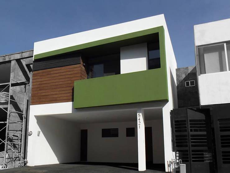 Casa: Casas de estilo moderno por AaC+V Arquitectos