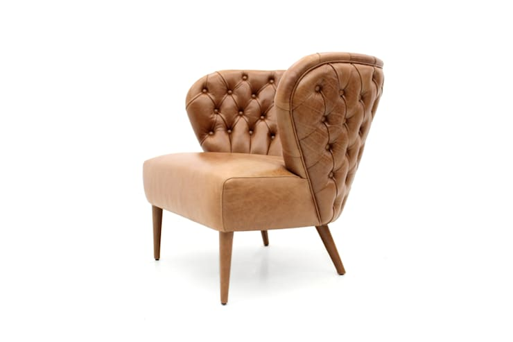 FADO Armchair in leather : Sala de estar  por PAULO S. ANTUNES UNIPESSOAL, LDA.