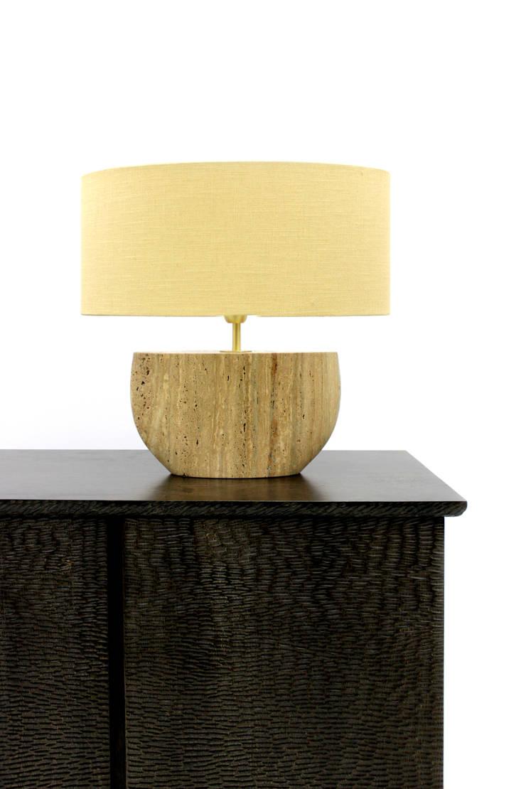 SHELL Lamp : Sala de estar  por PAULO S. ANTUNES UNIPESSOAL, LDA.