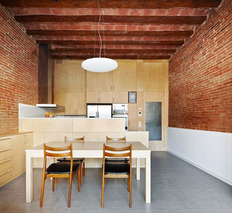 minimalistic Dining room by Vallribera Arquitectes