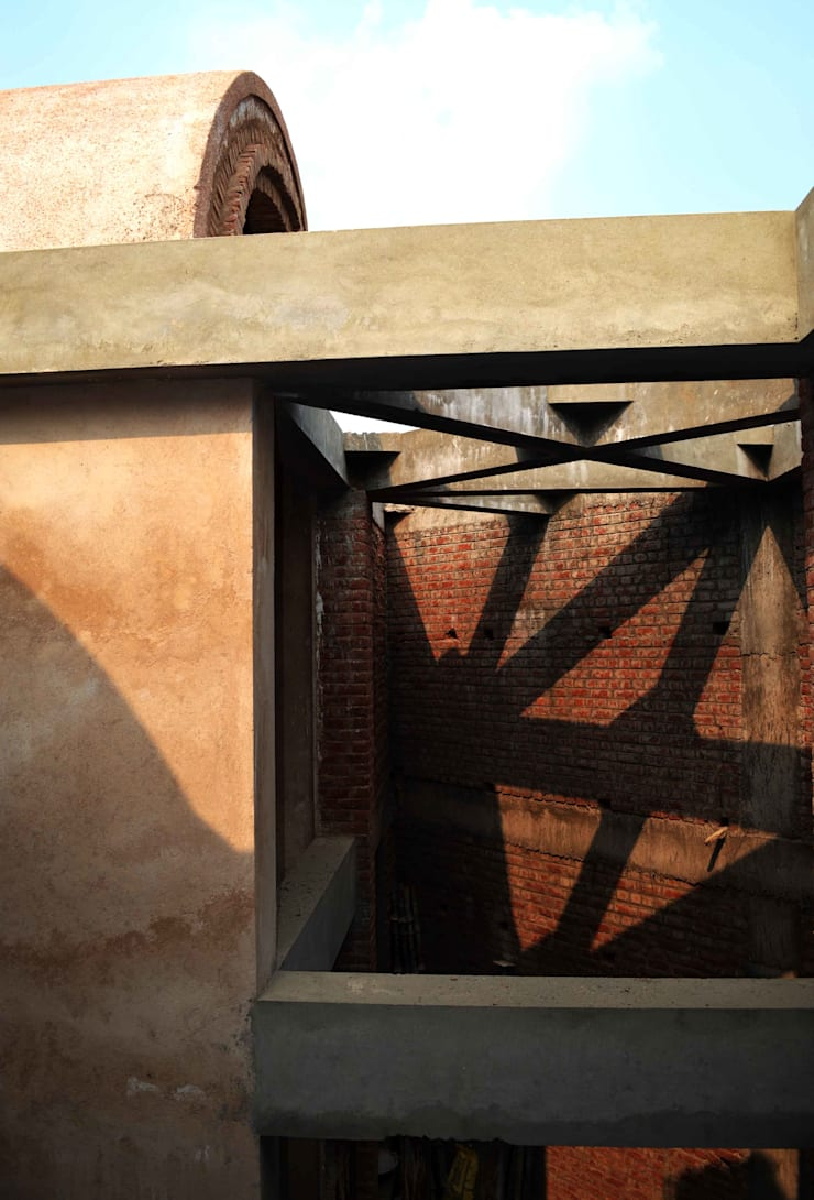 Courtyard Beam Lattice:  Corridor & hallway by Chaukor Studio