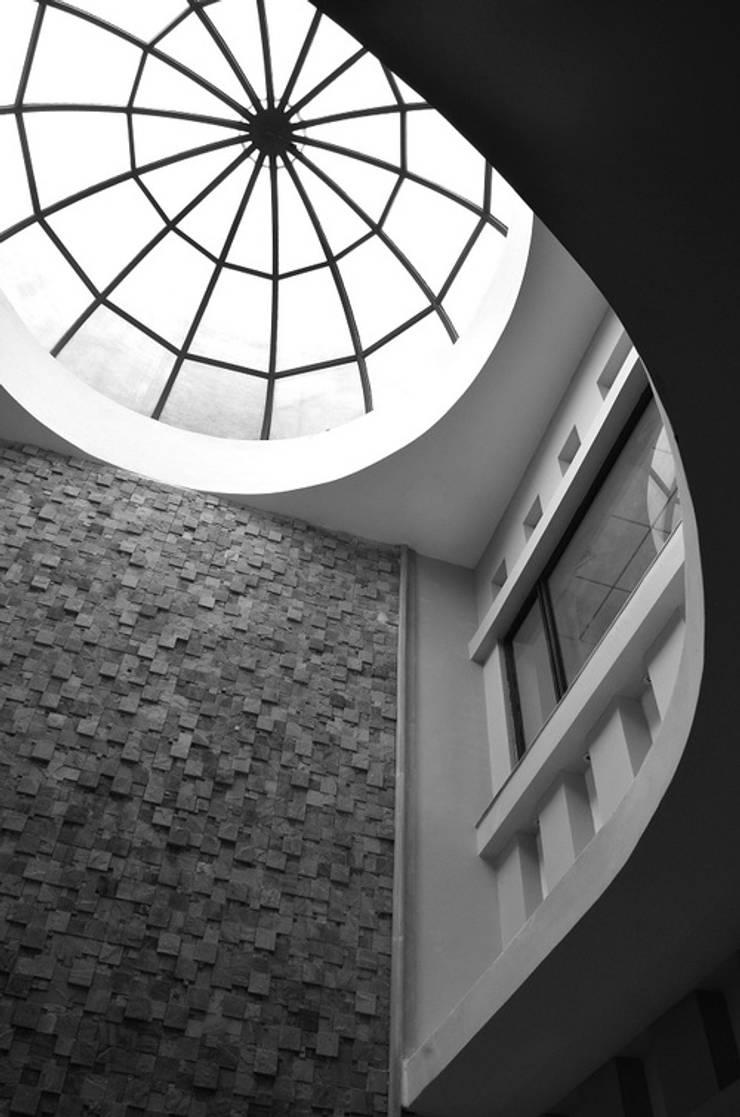 Atrium- Dome Skylight:  Office buildings by Chaukor Studio