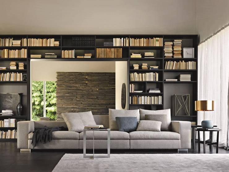 Harmonisches Design mit verstellbarer Sitztiefe.:  Wohnzimmer von Design Lounge Hinke Wien