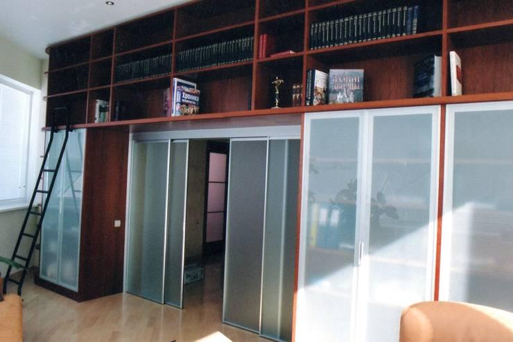 Шкафы изготовленные в мастерской:  в . Автор – Мебельная мастерская Александра Воробьева, Классический МДФ