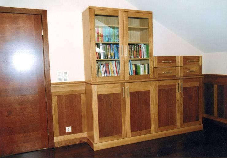 Шкафы изготовленные в мастерской:  в . Автор – Мебельная мастерская Александра Воробьева, Классический Дерево Эффект древесины