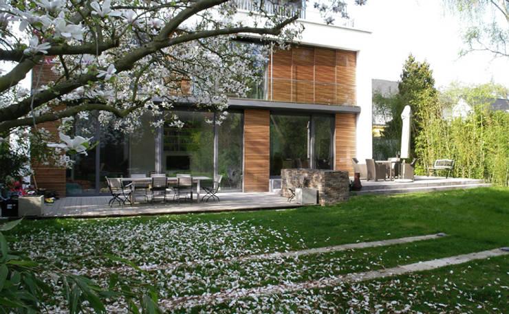 Hausgarten in Köln:  Garten von Riesop Landschaftsarchitektur GmbH