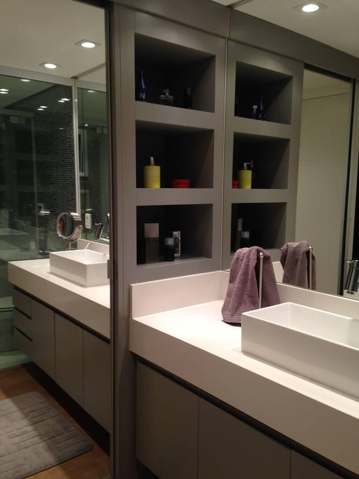 Banho: Banheiros  por LMT Arquitetura,Moderno Mármore