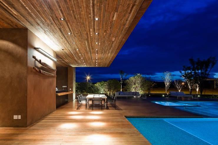 Casa Capitão do Mato: Piscinas modernas por Hermanny Arquitetura