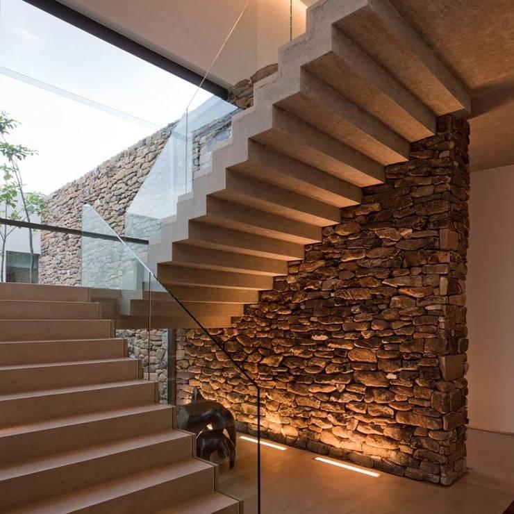 Casa Capitão do Mato: Casas modernas por Hermanny Arquitetura