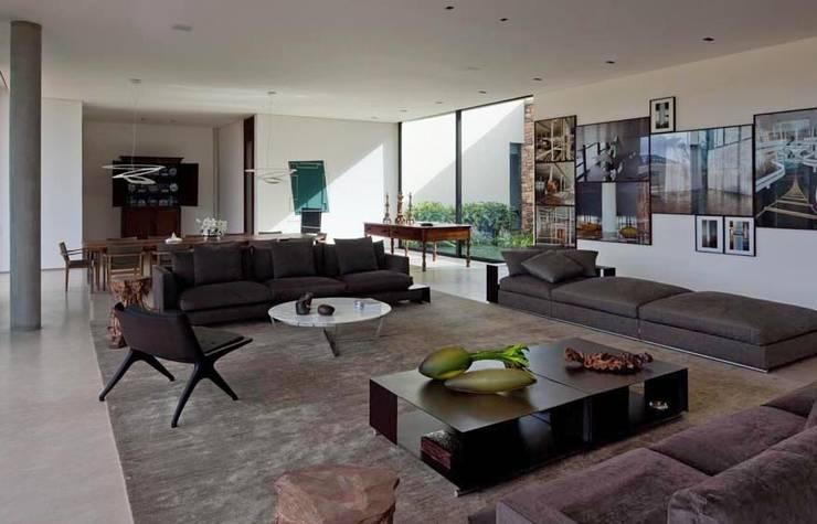Casa Capitão do Mato: Salas de estar modernas por Hermanny Arquitetura