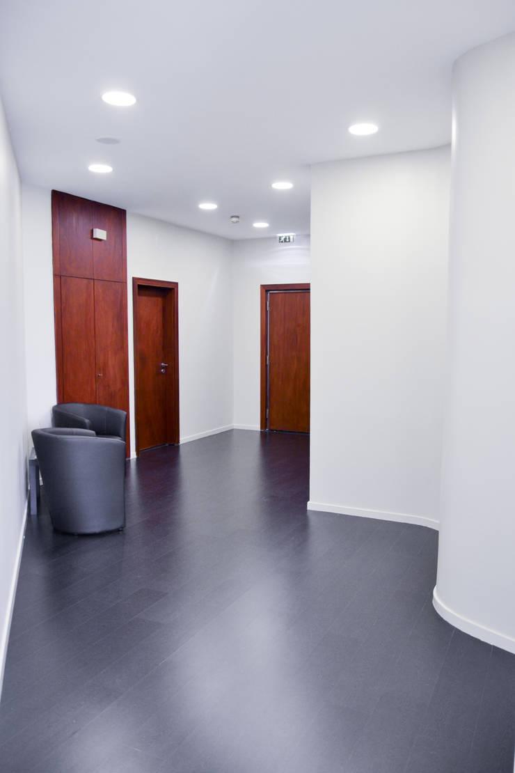 Circulação: Corredores e halls de entrada  por FIlipa Figueira Arquitectura