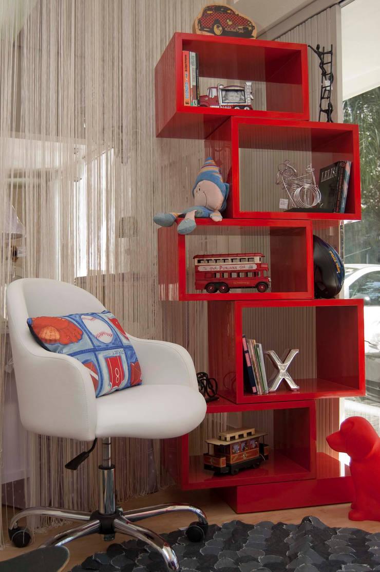 Mostra de Quartos – Villa Maria: Quarto infantil  por Interiores Iara Santos
