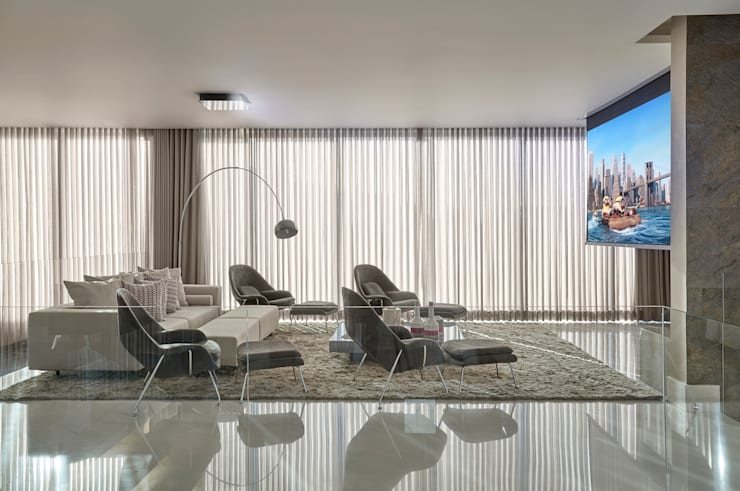Media room by Estela Netto Arquitetura e Design, Classic