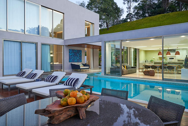 Pool by Estela Netto Arquitetura e Design, Classic