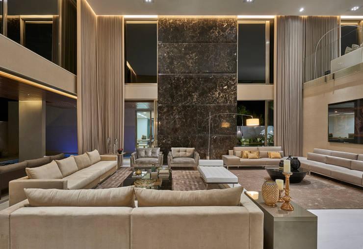 Residência Condomínio Hibisco: Salas de estar  por Estela Netto Arquitetura e Design