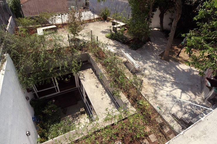 Residência Dona Lina: Terraços  por bna | barossi nakamura arquitetos