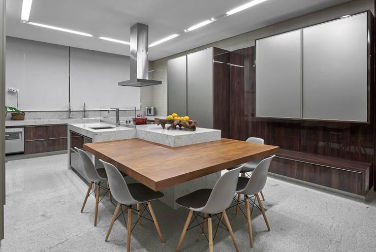 Cocinas de estilo  por Estela Netto Arquitetura e Design