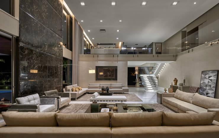 Salas / recibidores de estilo  por Estela Netto Arquitetura e Design