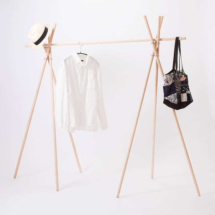 PVCS – Wardrobe: abode Co., Ltd.が手掛けたリビングルームです。,