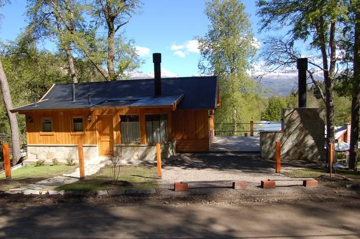 Casa Los Robles - San Martin de los Andes Casas clásicas de Aguirre Arquitectura Patagonica Clásico Madera maciza Multicolor