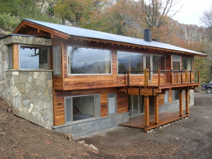 Casa Miralejos: Casas de estilo moderno por Aguirre Arquitectura Patagonica