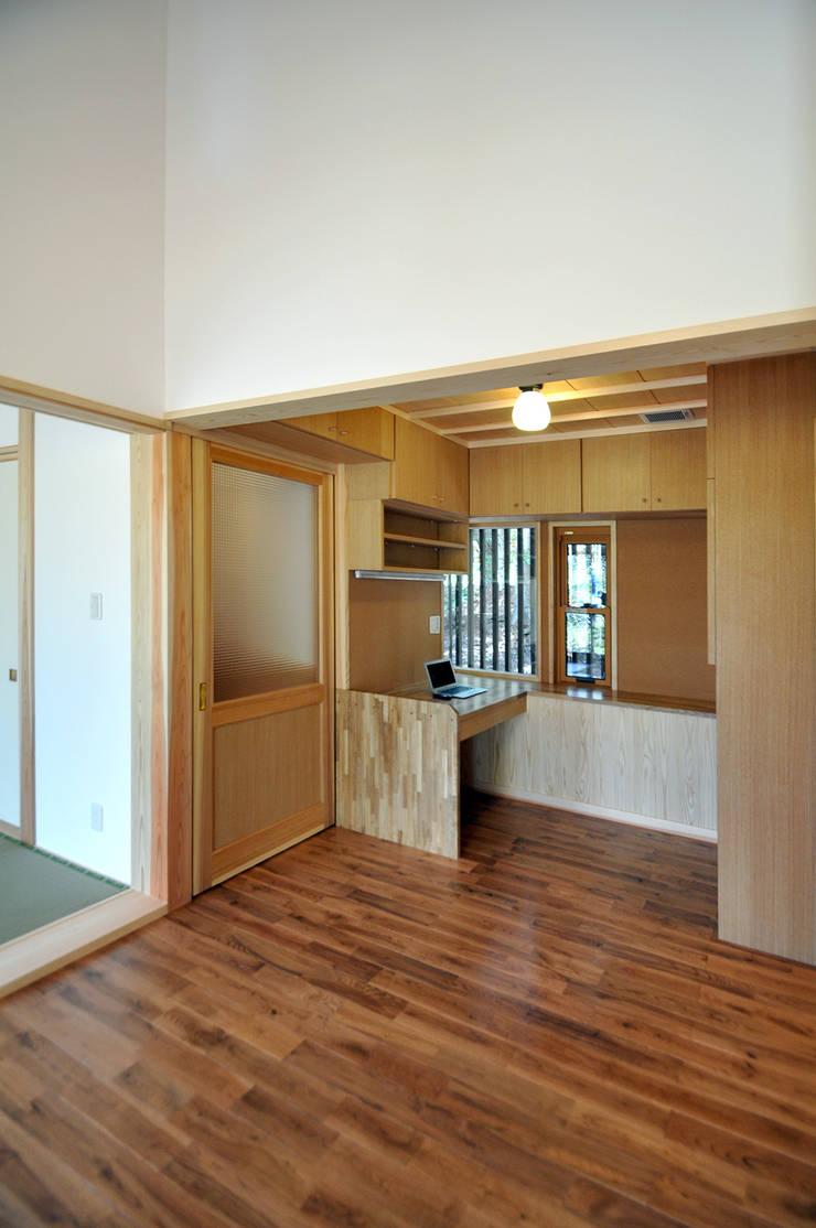書斎コーナー: モリモトアトリエ / morimoto atelierが手掛けた和室です。