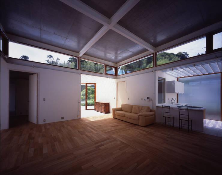 土の器:大網白里町の家 モダンデザインの リビング の AIRアーキテクツ建築設計事務所 モダン