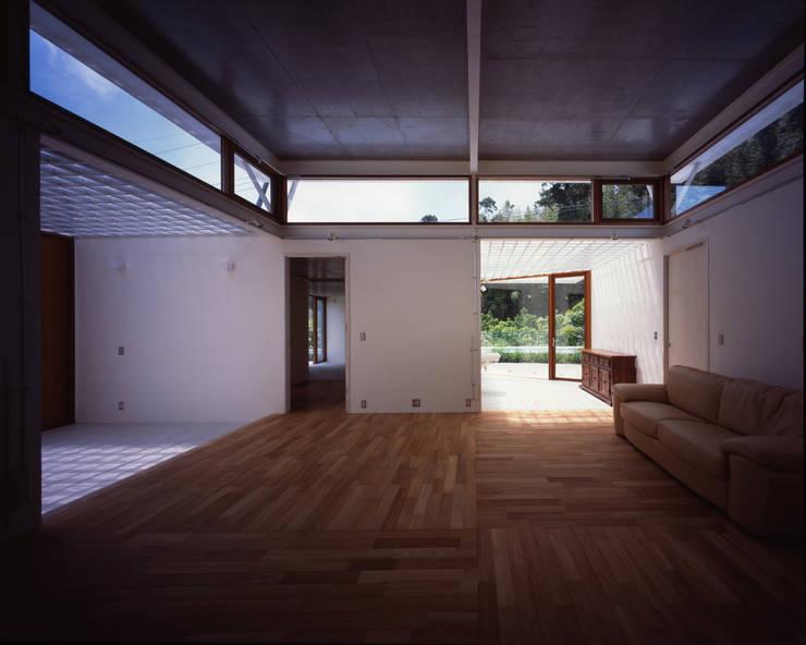土の器:大網白里町の家: AIRアーキテクツ建築設計事務所が手掛けたリビングです。